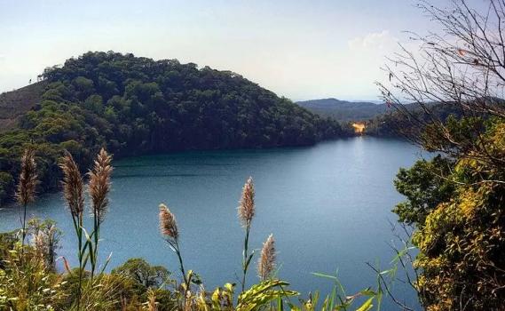 Hồ Nỏng Phạ Attapeu